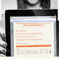 Foto de tablet no site da aLavadeira.com, revisando o pedido do serviço de lavanderia online